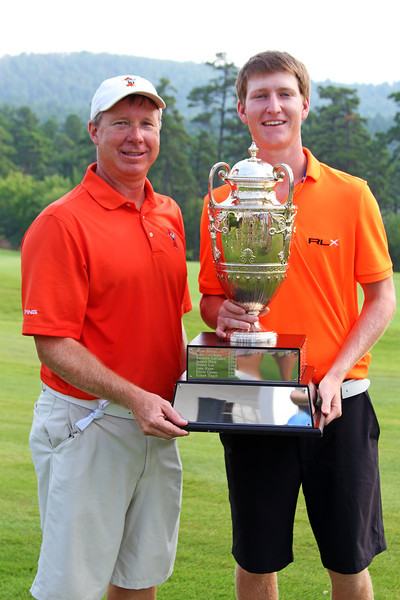 Jordan Niebrugge and his father pose with the George R. Thorne trophy at the conclusion of the 111th Western Amateur at The Alotian Club in Roland, AR. (WGA Photo/Ian Yelton)