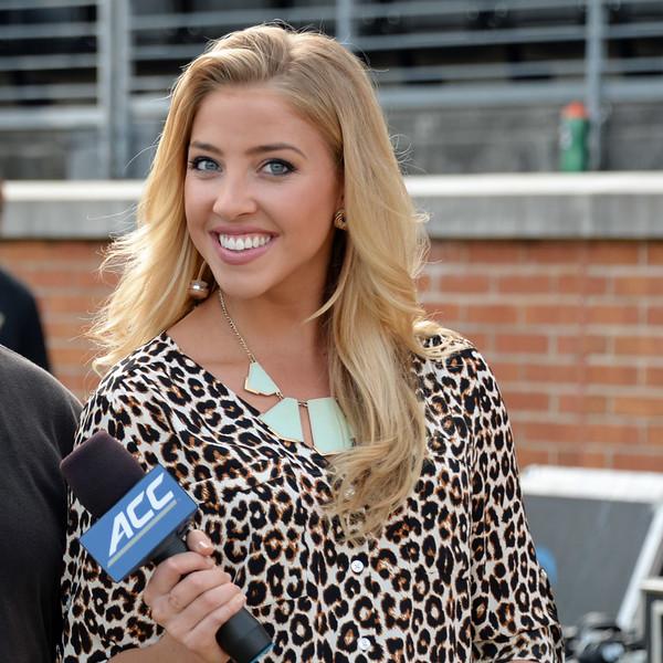 Olivia Harlan sideline reporter 02.jpg