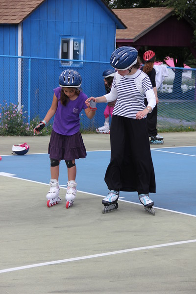 kars4kids_thezone_camp_girlsDivsion_activities_Rollerblading (2).JPG