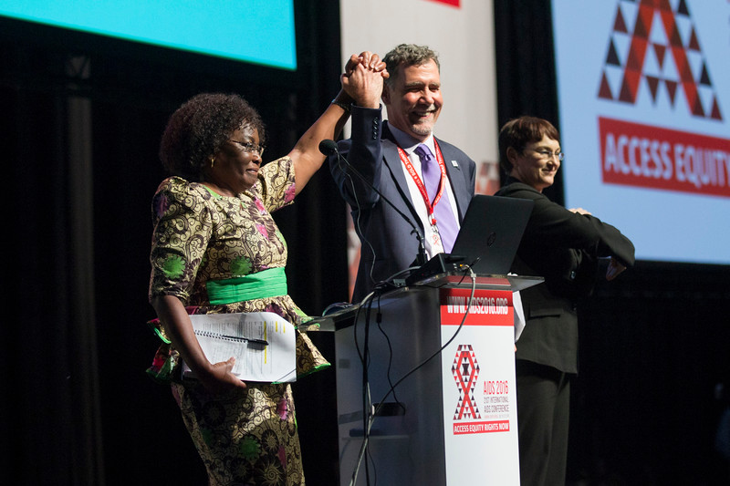 21st International AIDS Conference (AIDS 2016), Durban, South Africa. Rapporteur & Closing Session (FRPL0208) Closing remarks  Chris Beyrer, Johns Hopkins University, United States  Olive Shisana, Evidence Based Solutions, South Africa (FRPL0211), 22 July, 2016. Photo©International AIDS Society/Rogan Ward