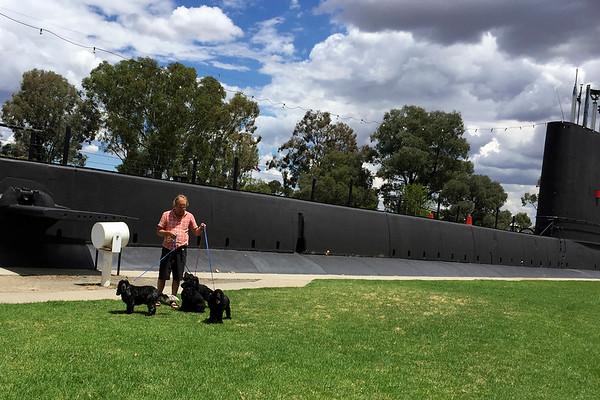 weird monuments australia holbrook submarine