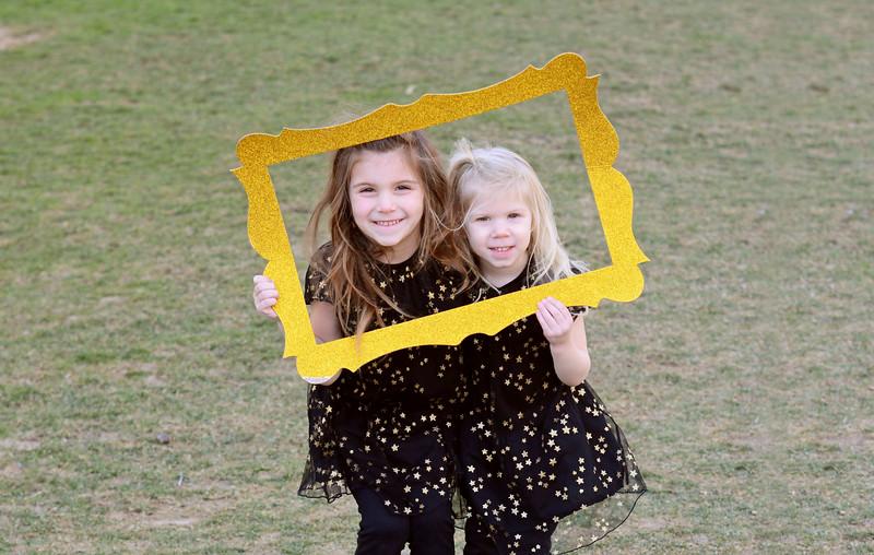 Siblings_Chloe and Elle Gehret.JPG
