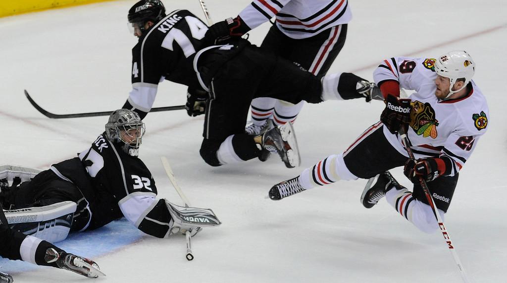 . Blackhawks#29 Bryan Bickell gets the puck into the net past Kings#32 Jonathan Quick in the second period. The Kings played the Chicago Blackhawks in the 3rd game of the Western Conference Finals. Los Angeles, CA 6/4/2013(John McCoy/LA Daily News4