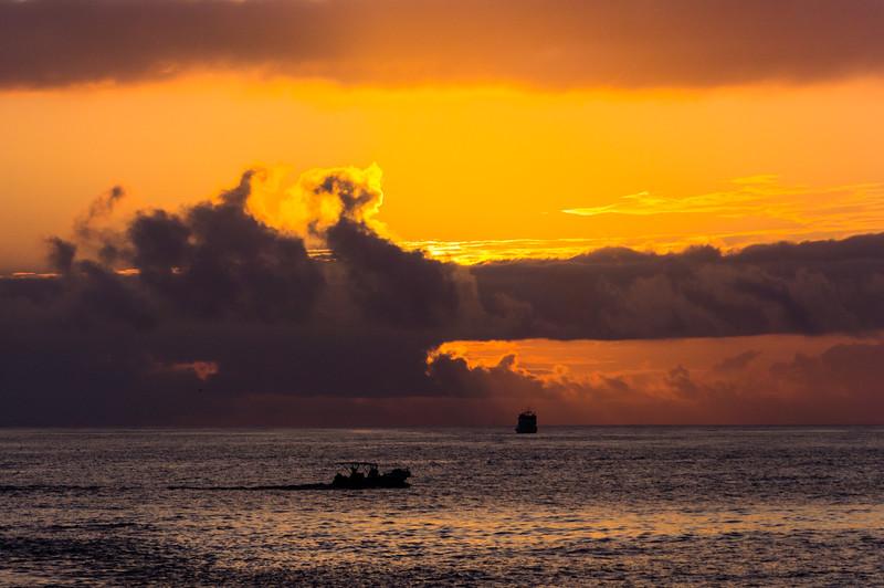 Sunrise near Santa Fé Island