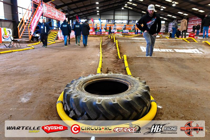 neo race track pits14.jpg