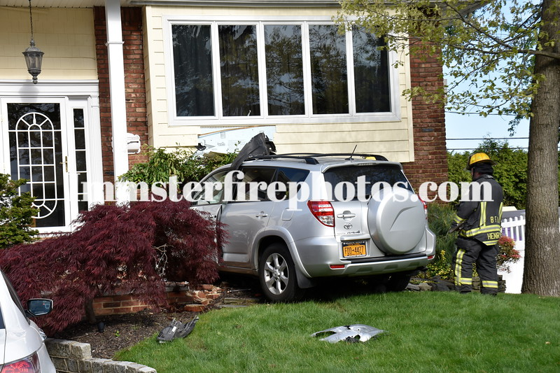 BFD car into house  Adams Ave   SFD car Vs pole SoB Rd and the S 060