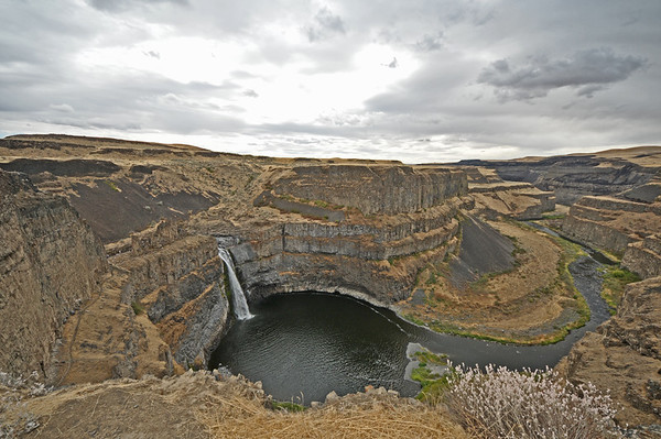 Palouse Falls, Low Flowing and Crowded (with some super wide-angle H-D noodling).
