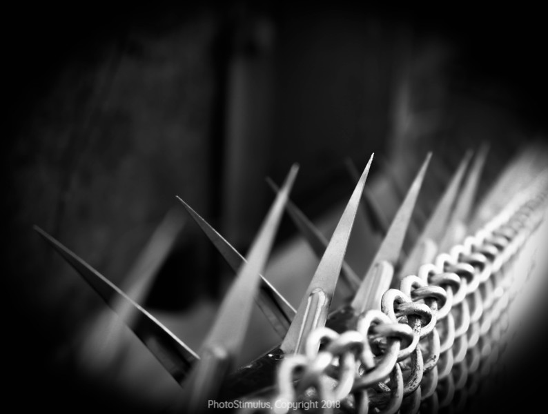 Chain Link Knives bnw (1 of 1).jpg