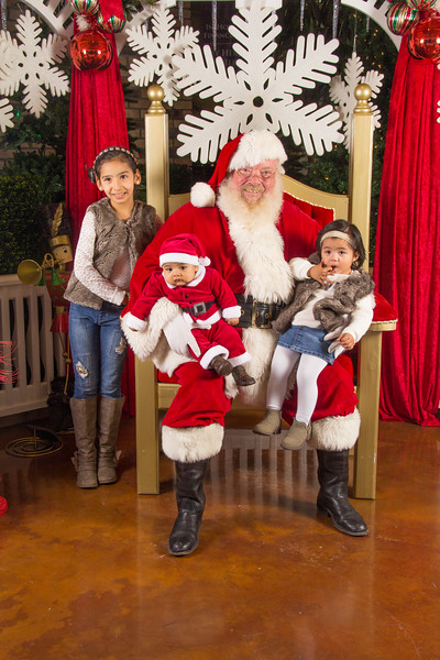 Santa 12-16-17-272.jpg