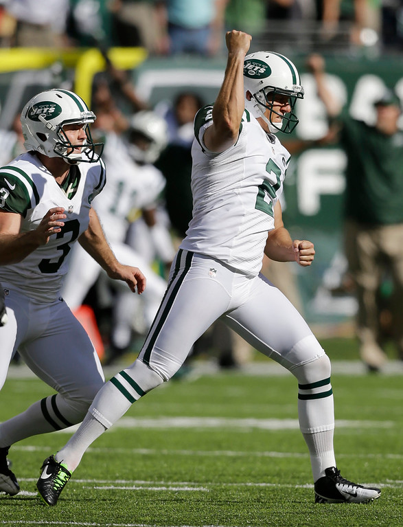 . New York Jets\' Nick Folk (2) reacts after kicking a 48-yard field goal against the Tampa Bay Buccaneers in the closing seconds of an NFL football game, Sunday, Sept. 8, 2013, in East Rutherford, N.J. The Jets won 18-17. (AP Photo/Mel Evans)
