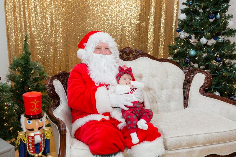 FADS Picture with Santa-335.jpg