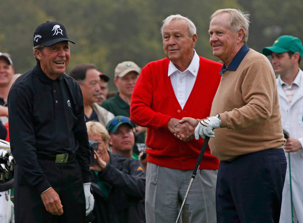 Description of . Jack Nicklaus of the U.S. (R) is congratulated by Arnold Palmer of the U.S. (C) and Gary Player of South Africa (L) after hitting his tee shot during the ceremonial start for the 2013 Masters golf tournament at the Augusta National Golf Club in Augusta, Georgia, April 11, 2013.   REUTERS/Mike Segar