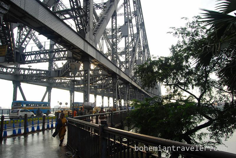 Howrah Bridge in Calcutta.jpg