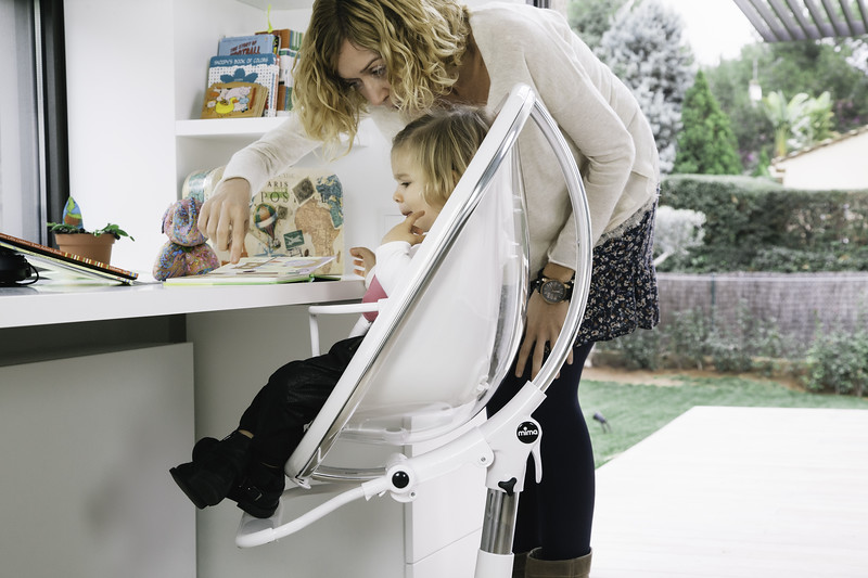 Mima_Moon_Lifestyle_White_Highchair_Mum_Teaching_Child.jpg