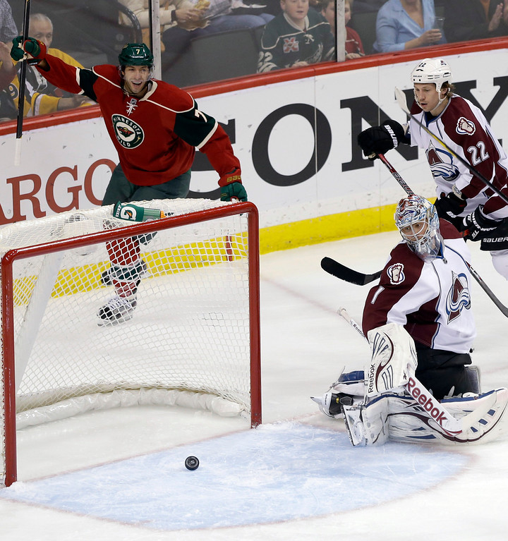 . Minnesota Wild\'s Matt Cullen, left, celebrates a goal by Torrey Mitchell against Colorado Avalanche goalie Semyon Varlamov, front, of Russia, during the first period of an NHL hockey game Thursday, March 14, 2013, in St. Paul, Minn. (AP Photo/Jim Mone)