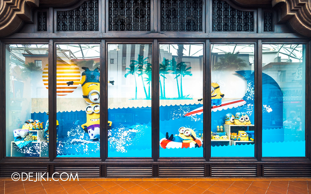 Universal Studios Singapore - Park Update May 2016 / Universal Store Window Full