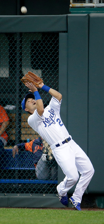 . Kansas City Royals right fielder Norichika Aoki catches a fly ball for the out on Detroit Tigers\' Torii Hunter during the first inning of a baseball game Friday, Sept. 19, 2014, in Kansas City, Mo. (AP Photo/Charlie Riedel)
