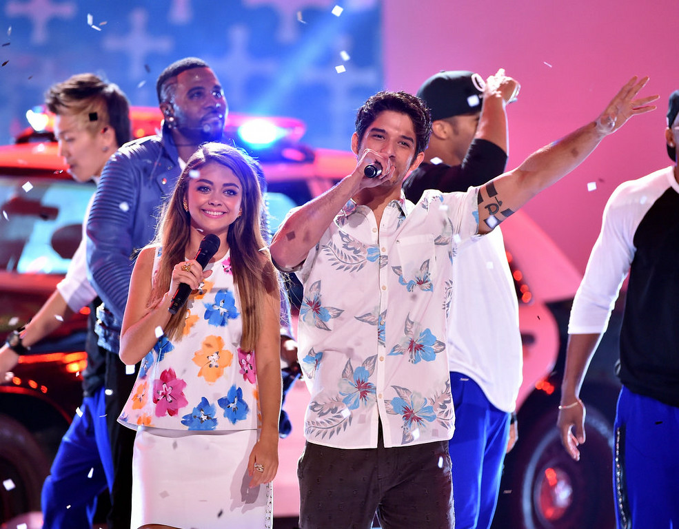 . Hosts Sarah Hyland (L) and Tyler Posey onstage during FOX\'s 2014 Teen Choice Awards at The Shrine Auditorium on August 10, 2014 in Los Angeles, California.  (Photo by Kevin Winter/Getty Images)