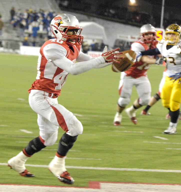 . Maribeth Joeright/MJoeright@News-Herald.com<p> Mentor\'s Eddie Daugherty catches a pass for a touchdown in the fourth quarter of the Division I state final game against Archbiship Moeller, Saturday, in Canton. Mentor rallied late in the game but it wasn\'t enough to beat Moeller.