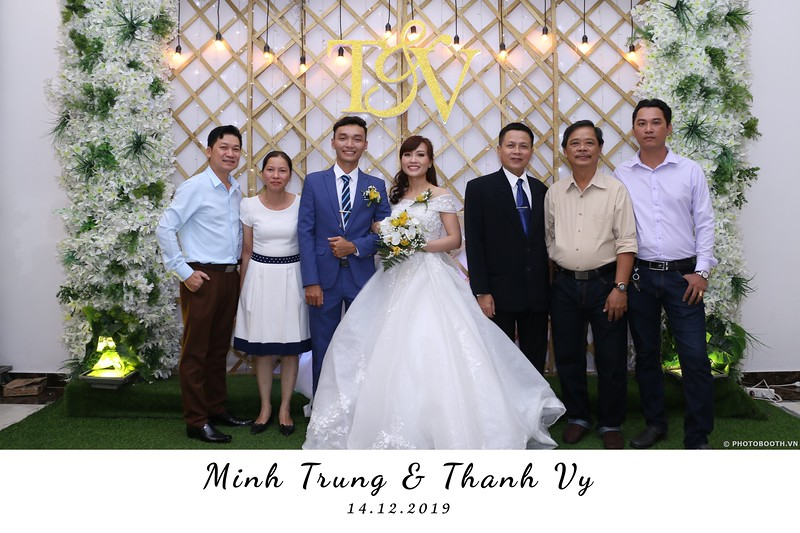 Trung-Vy-wedding-instant-print-photo-booth-Chup-anh-in-hinh-lay-lien-Tiec-cuoi-WefieBox-Photobooth-Vietnam-052.jpg