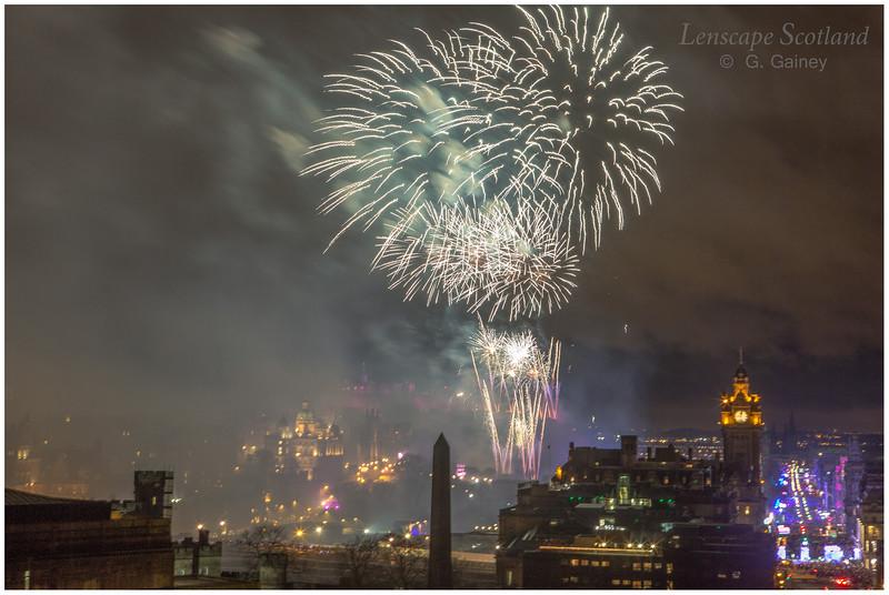Fireworks over Edinburgh Castle from Calton Hill (14)