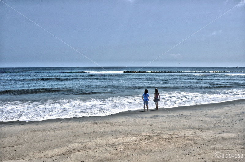 beachgirlsHDR_0134 smWm.jpg