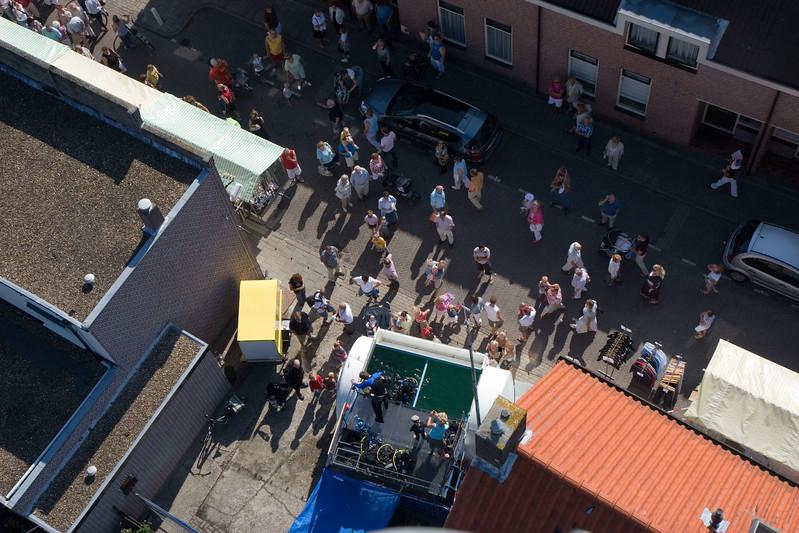 Duiktank van Dive Post op de Oranjemarkt. Najaarsfeest Oranjevereniging Katwijk aan den Rijn.