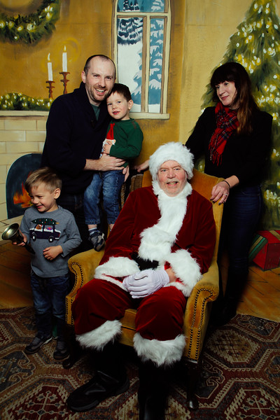Pictures with Santa Earthbound 12.2.2017-058.jpg