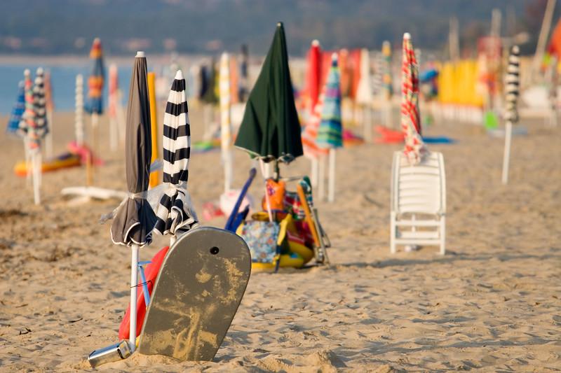 Parasolletjes op het strand.