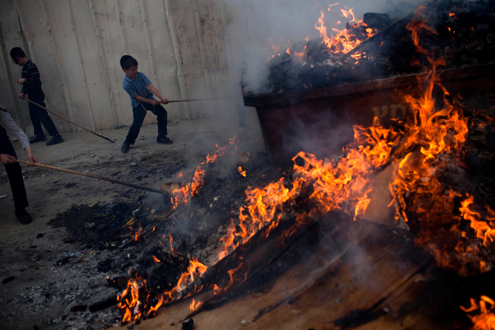 . Ultra-Orthodox Jewish youths burn leavened items in final preparation for the Passover holiday in the ultra-Orthodox Jewish town of Bnei Brak, near Tel Aviv, Israel, Monday, March. 25, 2013. Jews are forbidden to eat leavened foodstuffs during the Passover holiday that celebrates the biblical story of the Israelites\' escape from slavery and exodus from Egypt. (AP Photo/Oded Balilty)
