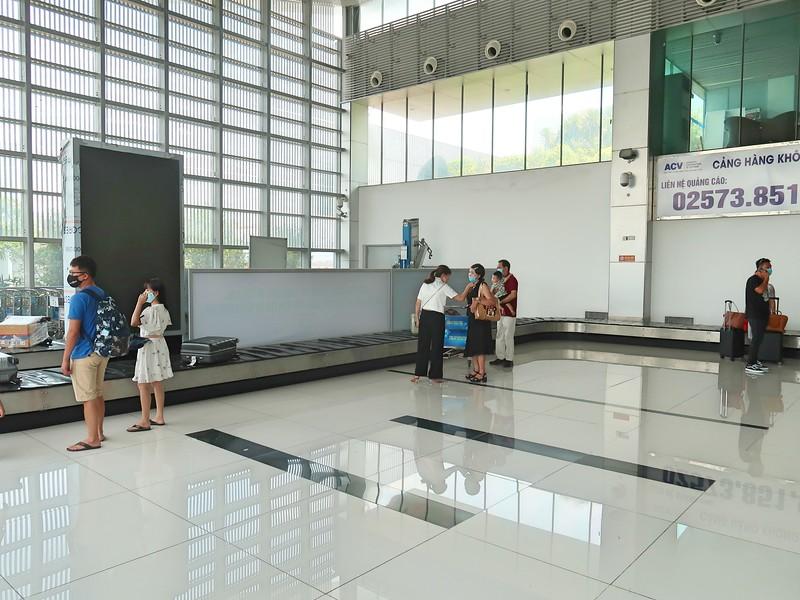 IMG_0695-baggage-claim.jpg
