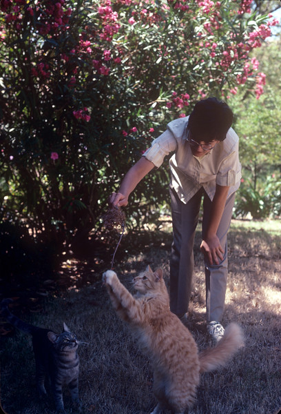 1984-03 Bonnie, Cassie & Red.jpg