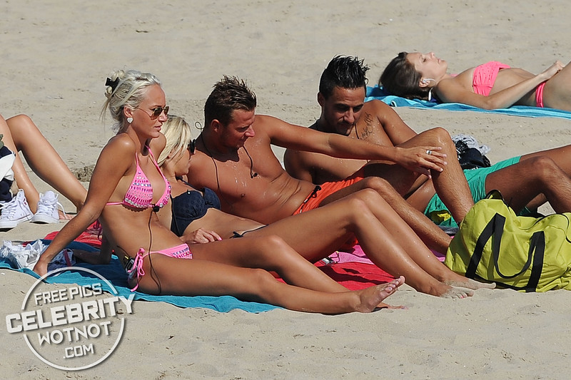 """EXCLUSIVE: French Show """"Les Ch'tis a Hollywood"""" Film Funny + Romantic Bikini-clad Scenes"""