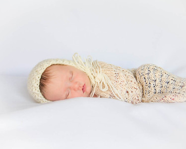 Annie -Newborn/FamilySession