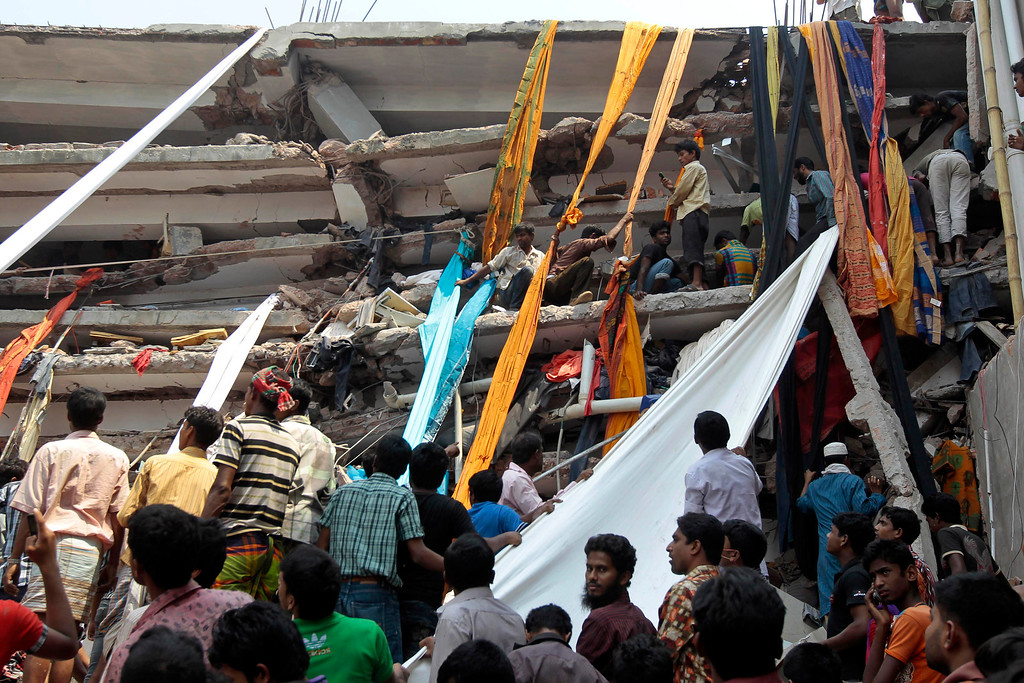 . Rescue workers use clothes to bring down survivors and bodies after an eight-story building housing several garment factories collapsed in Savar, near Dhaka, Bangladesh, Wednesday, April 24, 2013.  (AP Photo/ A.M. Ahad)