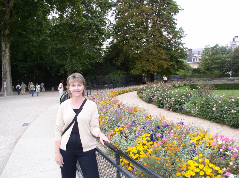 luxembourg garden and betty.JPG