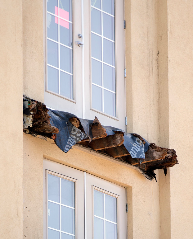 . Wooden support beams that gave way, preceding a balcony collapse that sent 13 people plunging to the street below, remain Tuesday, June 16, 2015, in Berkeley, Calif. Six people were killed, and seven more were transported to area hospitals. (D. Ross Cameron/Bay Area News Group)