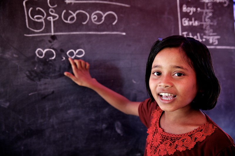 0119Sabina, a 9-year-old Rohingya child, attends classes at a UNICEF-supported learning centre at the Balukhali makeshift settlement for Rohingya refugees in Ukhia, Cox's Bazar, Bangladesh.     Photo: UNICEF / b.a.sujaN/Map