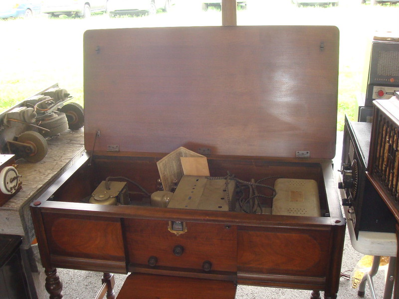 Silvertone radio table