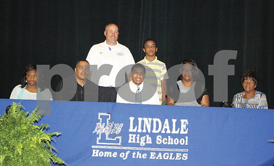 lindales-willis-signs-with-greenville-college