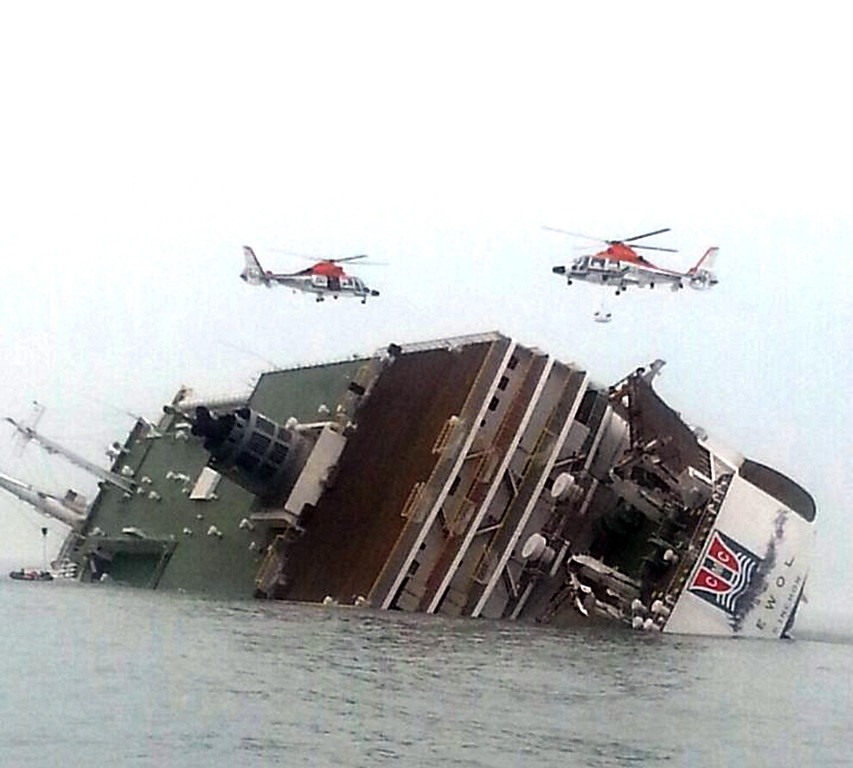 . South Korean rescue helicopters fly over a South Korean passenger ship, trying to rescue passengers from the ship in water off the southern coast in South Korea, Wednesday, April 16, 2014. The South Korean passenger ship carrying more than 470 people, including many high school students, is sinking off the country\'s southern coast Wednesday after sending a distress call, officials said. There are no immediate reports of causalities. (AP Photo/Yonhap)