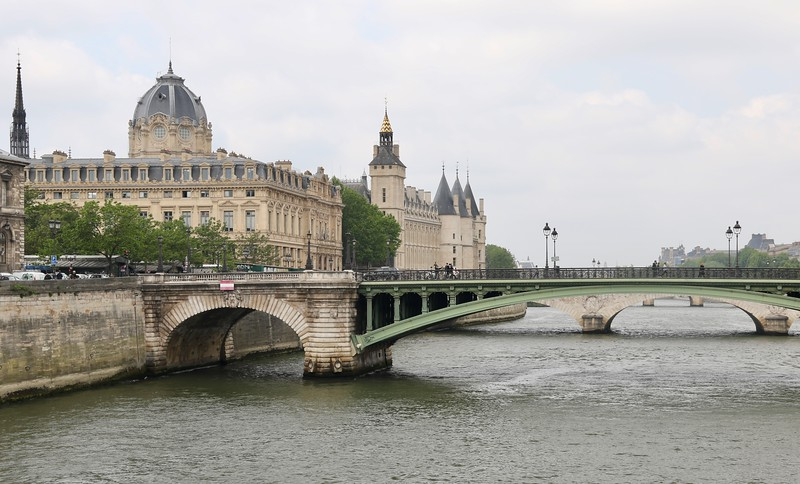 Registry of the Commercial Court of Paris and the Conciergerie behind it along the Seine River - Paris