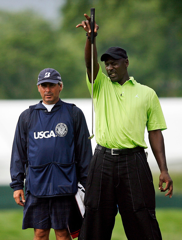 . Michael Jordan, right, lines up a putt with the help of his caddie PGA Tour golfer Fred Couples during the Golf Digest U.S. Open Challenge on Bethpage State Park\'s Black Course Friday, June 12, 2009 in Farmingdale, N.Y. (AP Photo/Jason DeCrow)