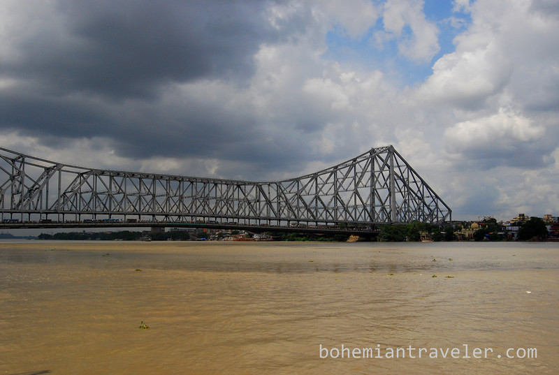 Howrah Bridge in Calcutta.jpg