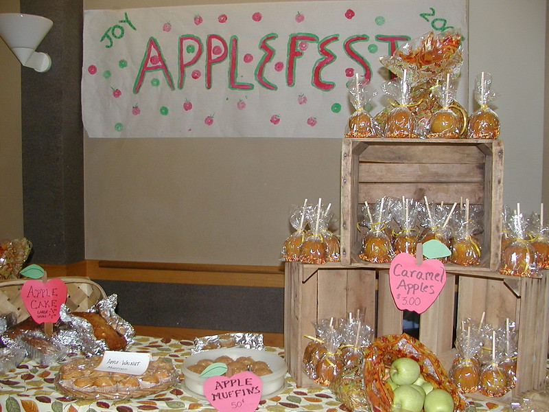 2003-09-28-JOY-Applefest_008.jpg