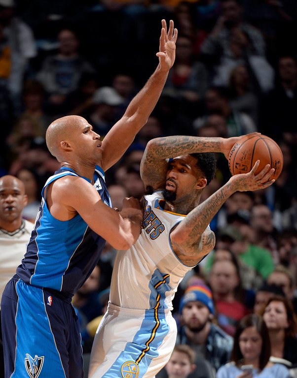. DENVER, CO - JANUARY 14: Denver Nuggets forward Wilson Chandler (21) gets pressure from Dallas Mavericks forward Richard Jefferson (24) during the third quarter January 14, 2015 at Pepsi Center. (Photo By John Leyba/The Denver Post)