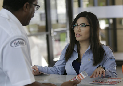 health-care-enrollment-counselors-face-stiff-challenges