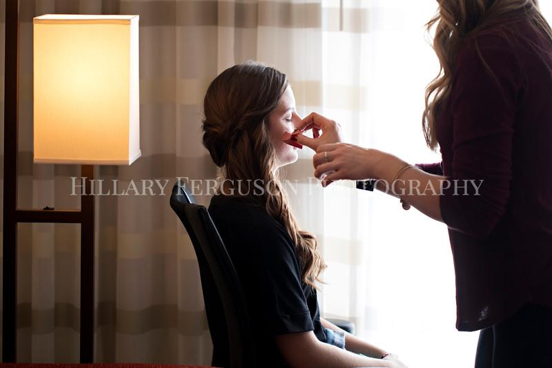 Hillary_Ferguson_Photography_Melinda+Derek_Getting_Ready028.jpg