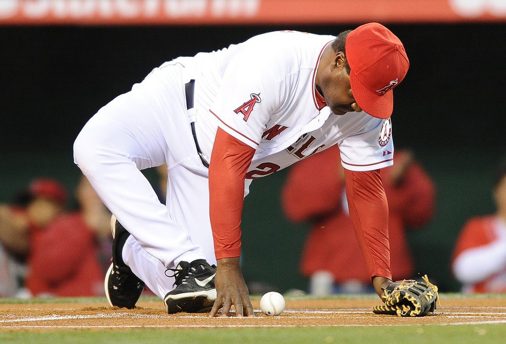 ". <p>6. DON BAYLOR <p>Only the cursed Los Angeles Angels could start a season with a first-pitch broken leg. (unranked) <p><b><a href=\'http://www.twincities.com/sports/ci_25465535/don-baylor-former-twin-breaks-leg-while-catching\' target=""_blank\""> HUH?</a></b> <p>    (Wally Skalij/Los Angeles Times/MCT)"