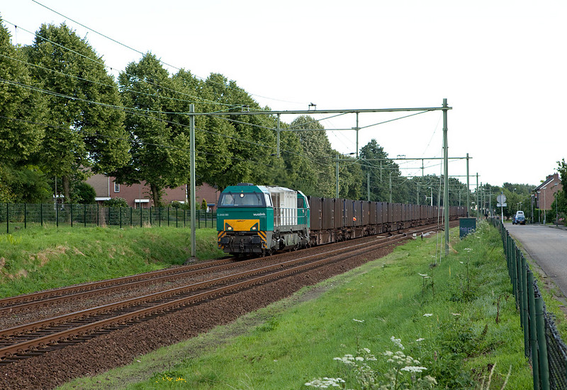 ACTS G2000 1001457 with the trash train 50094 in Bunde.